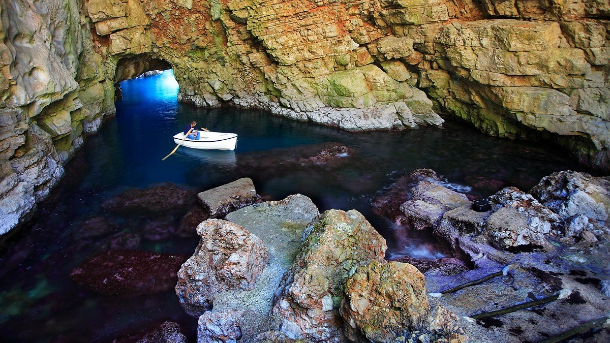 Odysseus Cave Boat Tour at Cheap Prices Image (1/1)